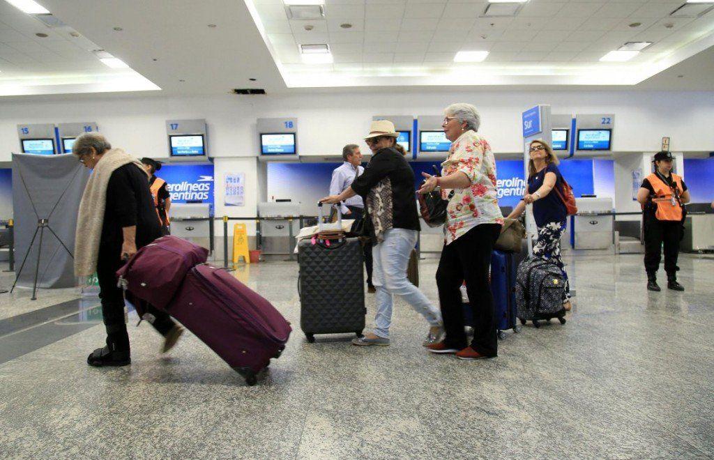Aeronáuticos en estado de alerta permanente: podrían cancelar vuelos