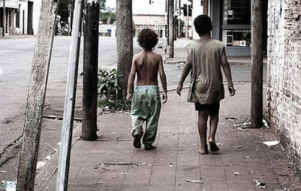 Los niños tienen derechos universales pero la mitad vive en la indigencia