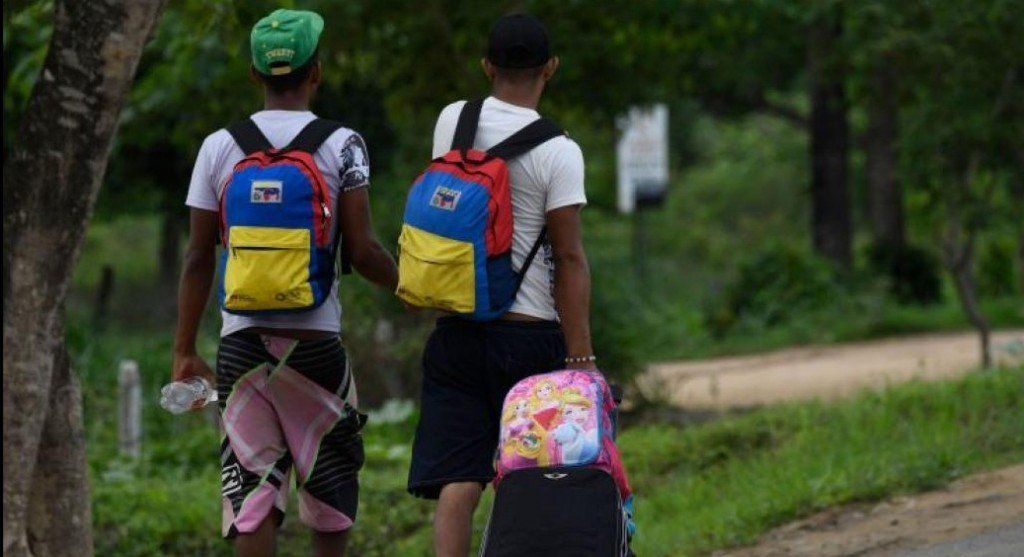 La historia de un migrante que espera que la moneda le muestre su otra cara