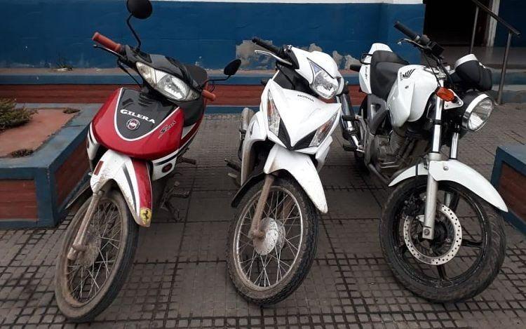 Secuestran celulares y motocicletas por el crimen en Barrio Echeverría