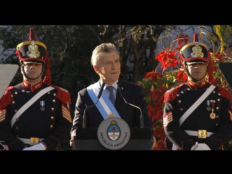 Macri apuntó a la grieta y la comparó con la que dividía a los próceres que declararon la independencia