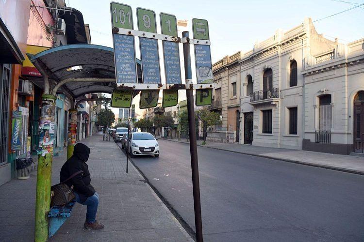 Trabajadores del transporte público no cambian su postura y continúa el paro