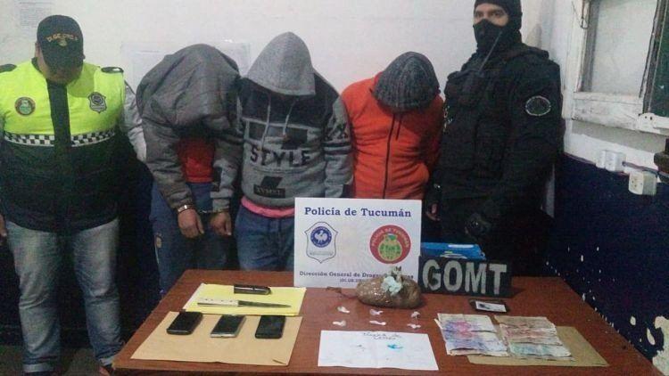 Detienen a dos hombres y secuestran casi un kilo de cocaína