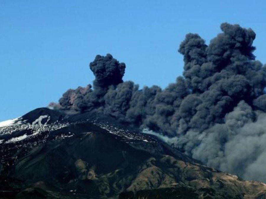 El volcán Etna entró de nuevo en erupción