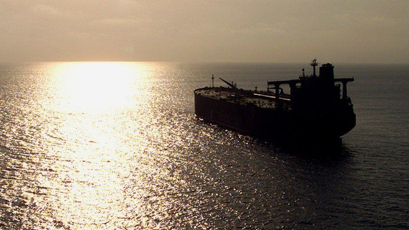 Un petrolero abandonado en la costa yemení amenaza explotar y causar una catástrofe