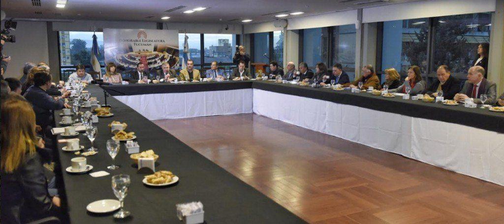 Continuarán las reuniones en la Legislatura para solucionar la problemática del transporte
