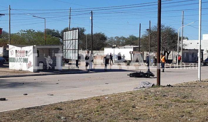 Dos motociclistas fallecieron tras chocar contra una camioneta en Sumampa