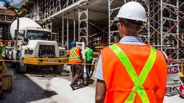 La construcción y la industria volvieron a caer con respecto al mes anterior