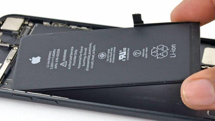 Apple restringe funciones de la batería de iPhone si la cambia un tercero