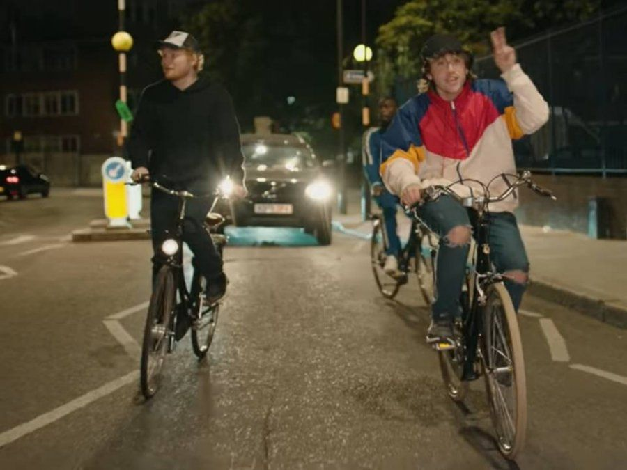 Ya salió el video de Paulo Londra y Ed Sheeran: en bici y de noche por la ciudad