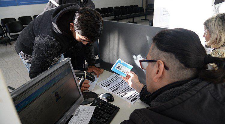 Por las PASO, el Registro Civil sigue entregando DNI