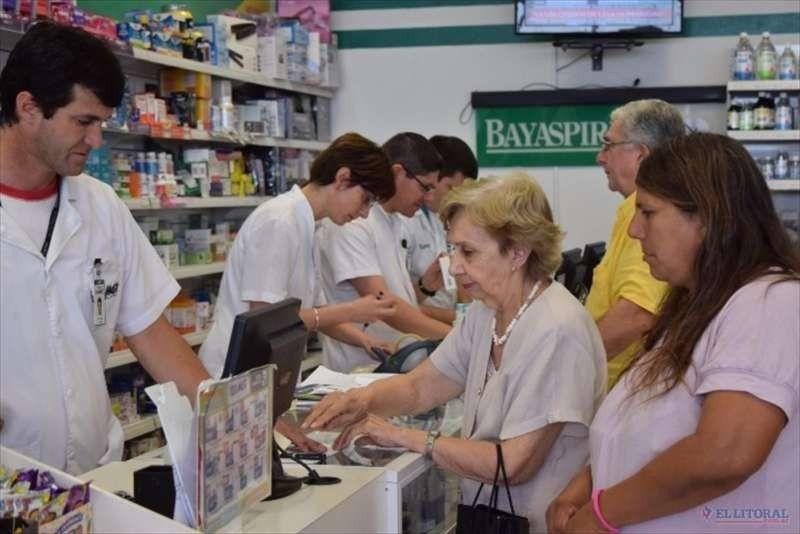 Ante la disparada del dólar, las farmacias salteñas podrían suspender las obras sociales