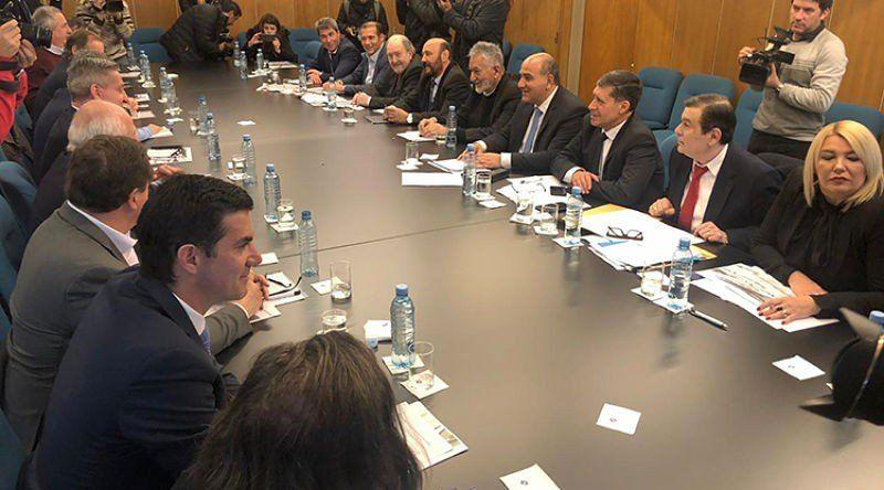Gobernadores rechazaron las medidas económicas de Macri e irán a la Justicia