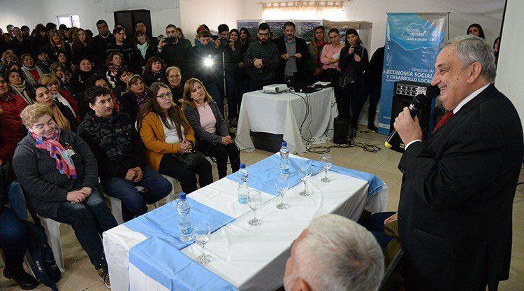 Con la entrega de insumos fortalecen a emprendedores provinciales