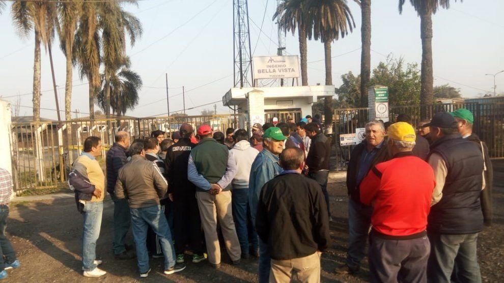 El Gobierno provincial intervino y los trabajadores del ingenio Bella Vista acordaron suspender el paro