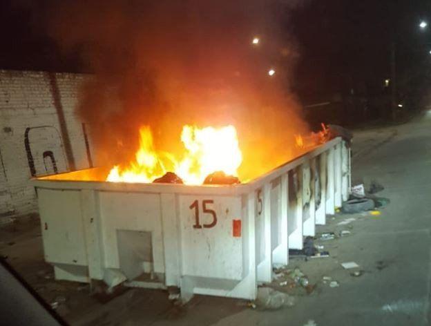 Prenden fuego un contenedor con basura en la zona sur de la ciudad