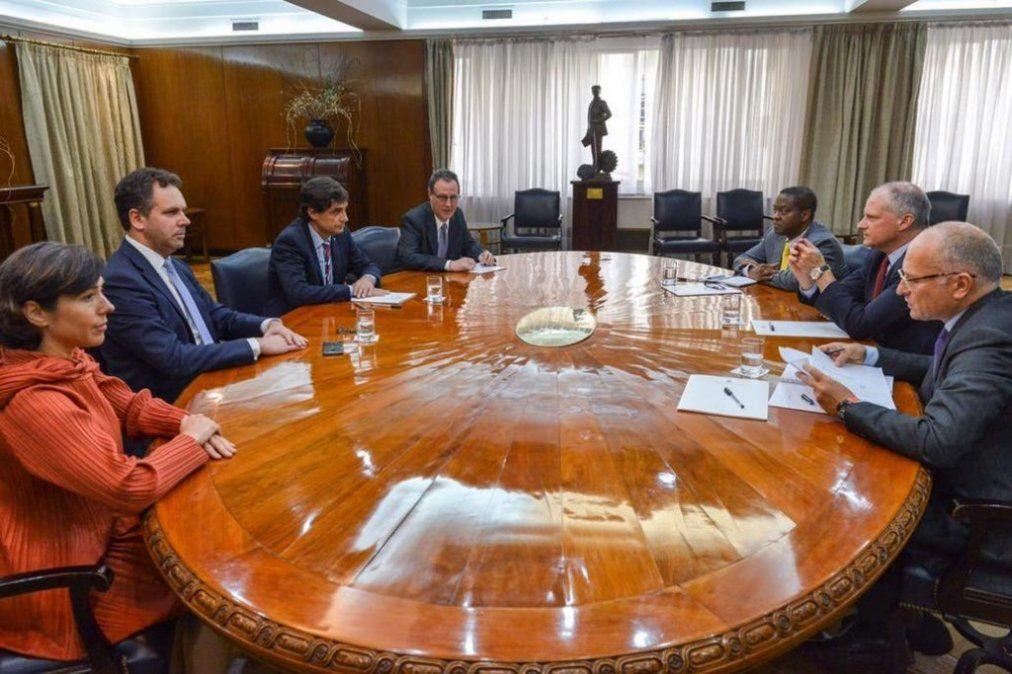 El Gobierno argentino le propondrá al FMI una renegociación de su deuda