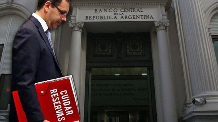 EL BCRA restringe a los bancos girar sus dólares al exterior