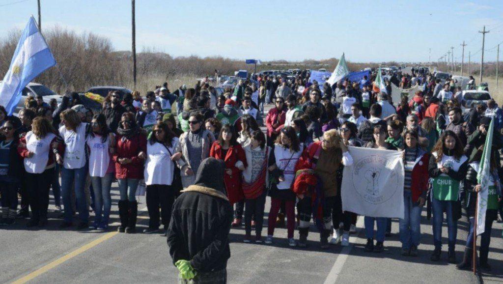 Conflicto social en Chubut: docentes y estatales reclaman por el retraso en el pago de salarios