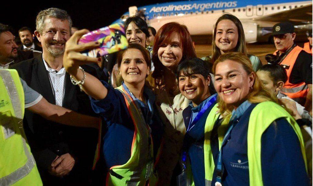 Cristina Kirchner presenta su libro en Posadas y se reúne con el gobernador