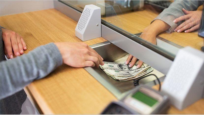 Bajaron un 3,2% los depósitos privados en dólares en agosto