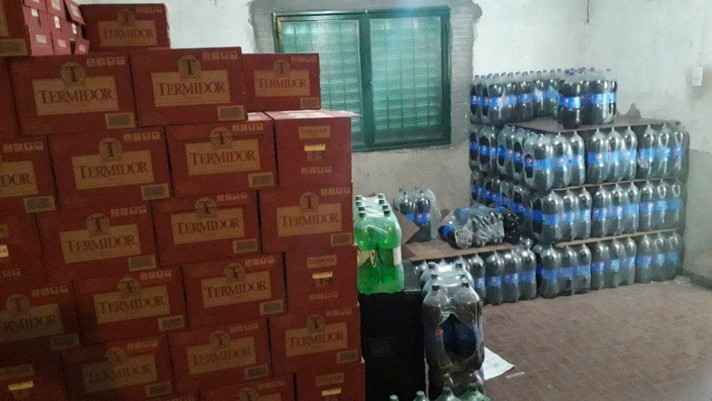 Recuperaron más de 500 cajones y fardos de bebidas robadas a distribuidora