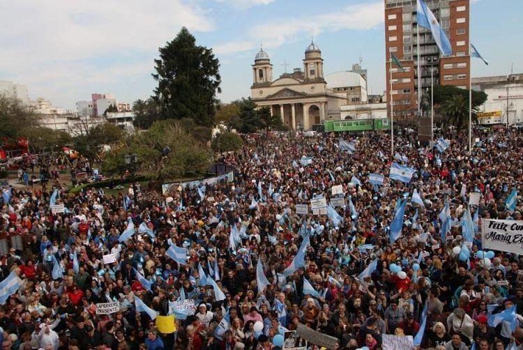 Marcha en apoyo a María Eugenia Vidal: Es el mejor regalo de cumpleaños