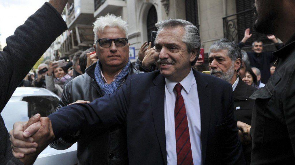 Fernández volvió de Europa y encara la campaña para octubre