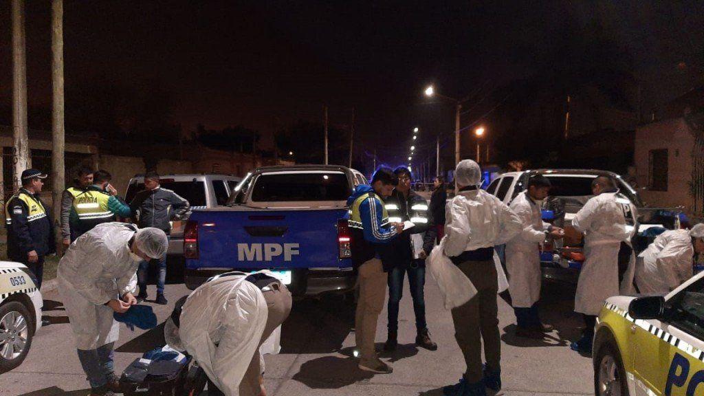 En un enfrentamiento entre bandas, murió una mujer en La Costanera