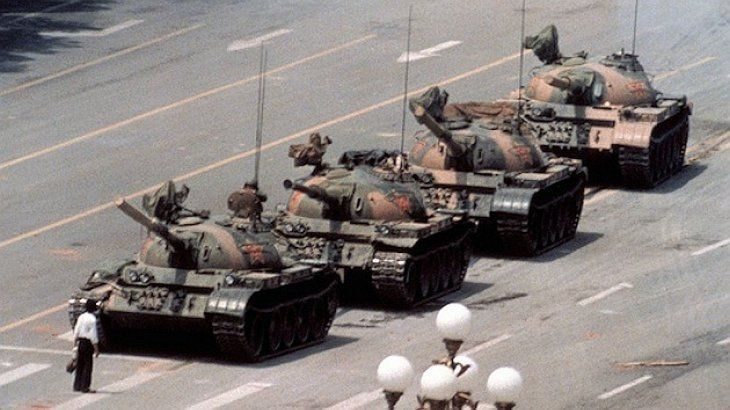 "Murió Charlie Cole, el fotógrafo del ""Hombre del tanque"" en la plaza de Tiananmen"