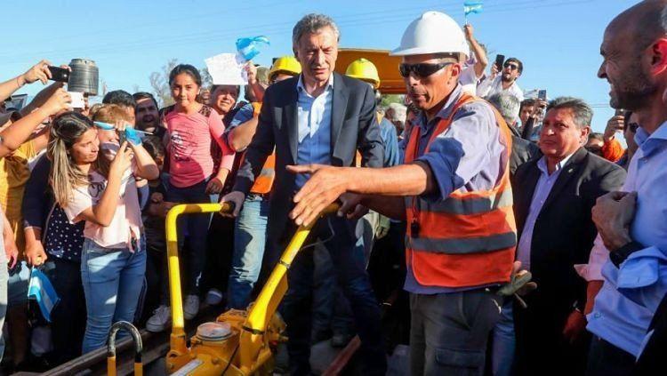 Macri recorrió las obras del Belgrano Cargas en 7 de Abril