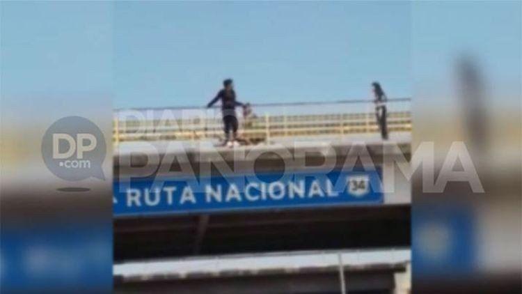 Santiago: rescataron a una joven que quería tirarse de un puente