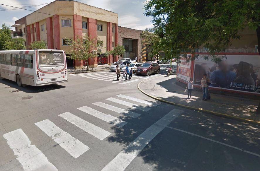 Choque entre moto y colectivo en 24 de Septiembre y José Colombres