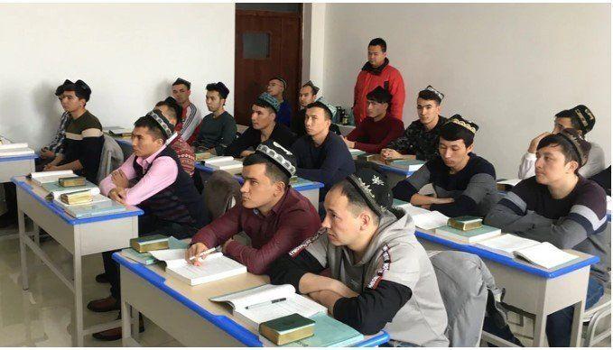 China traslada a prisioneros para ser reeducados en sus campos de concentración