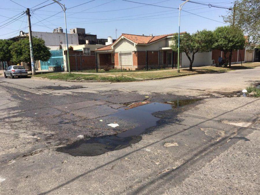 Bache y agua: Corrientes y Thames, otro obstáculo vehicular