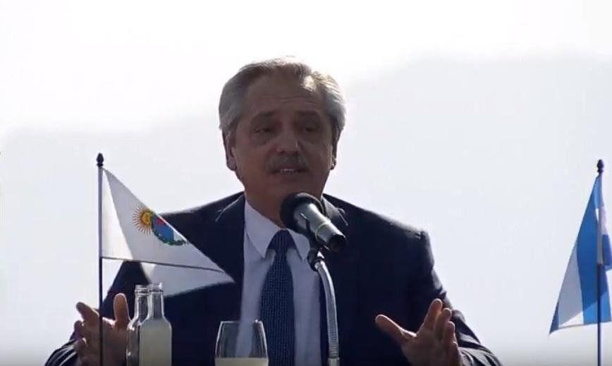 Fernández anunció su primera medida ante un eventual gobierno