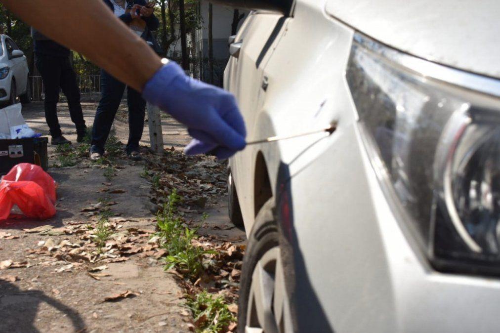 Realizan pericias en el vehículo que huyeron los atacantes del empleado de un boliche