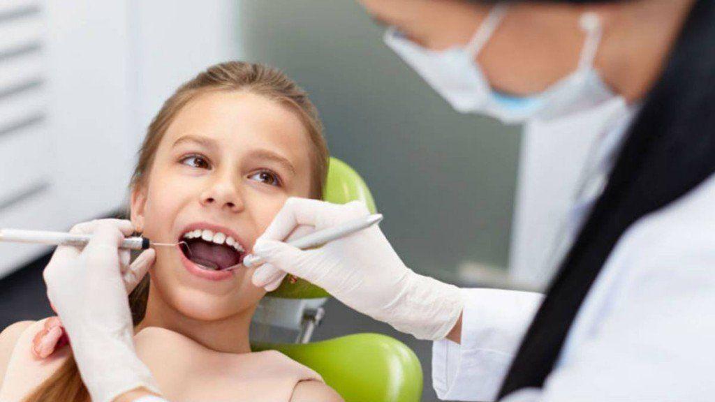 Cómo actuar si a un chico se le rompe un diente