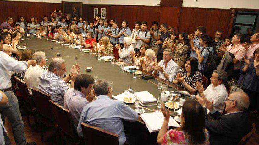 Sesión extraordinaria del Consejo Superior de la UNT