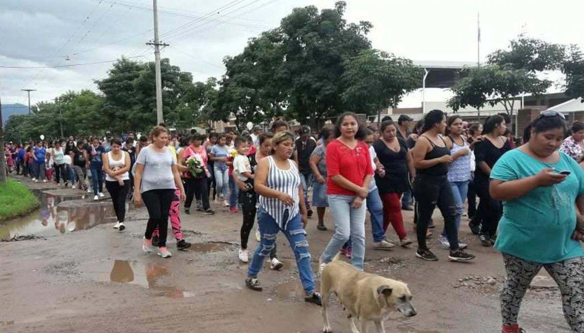 La comunidad ramaleña durante la despedida de los restos de Nicole Lopez