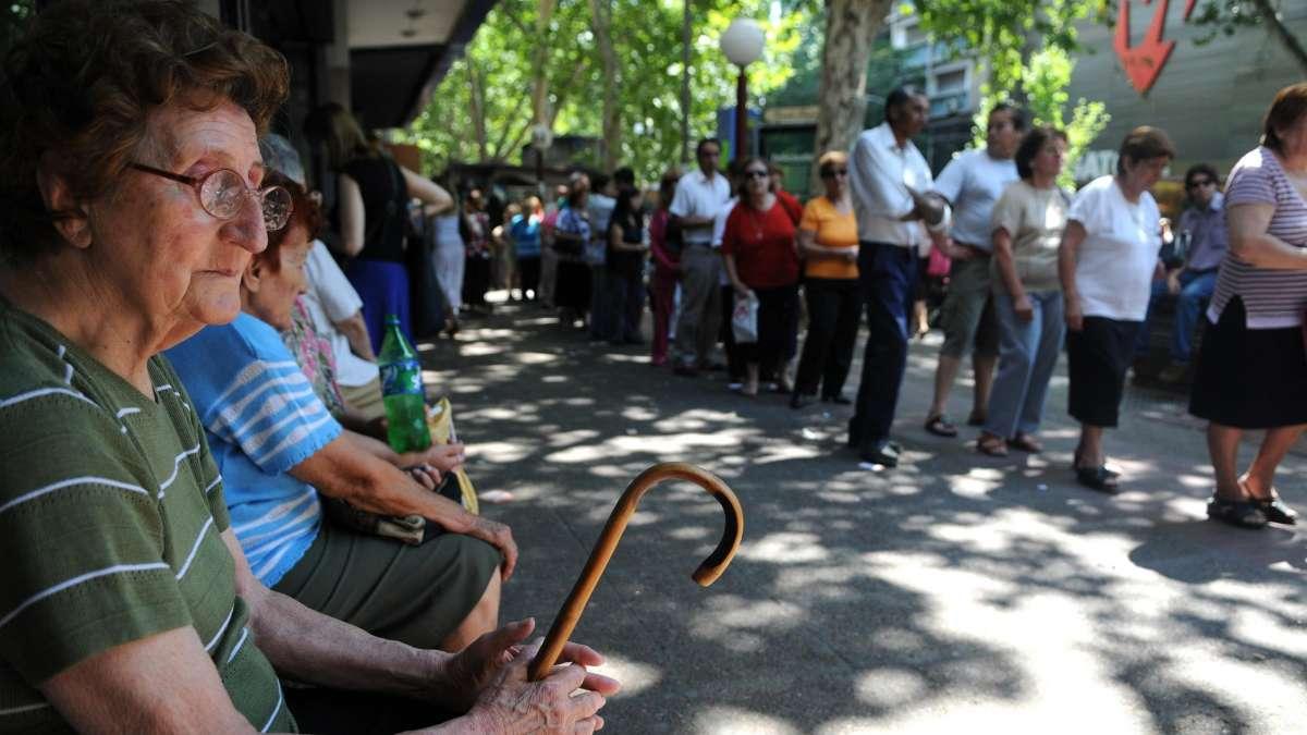 Más de un millón de jubilados cobrarán un adicional de $ 900 por el 82% móvil