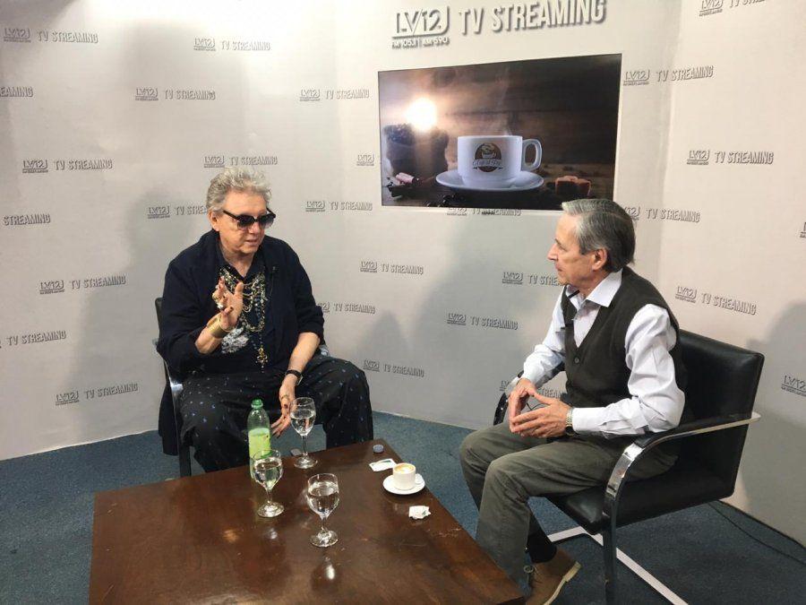 El actor en plena entrevista con Fernando Pazos.