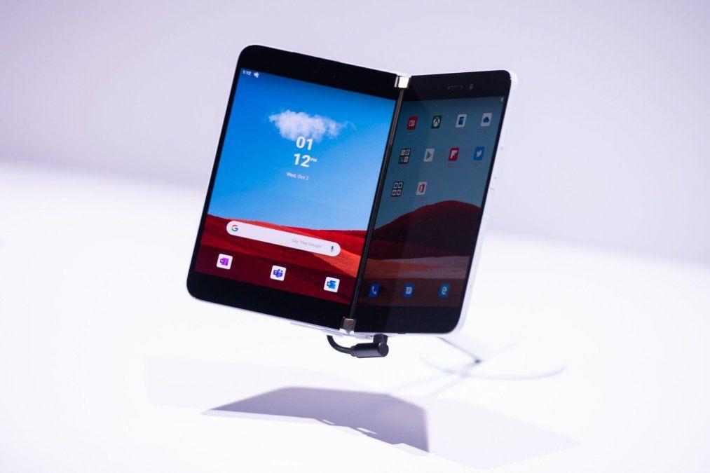 Microsoft apuesta de nuevo por los smartphones: presentó un modelo de doble pantalla