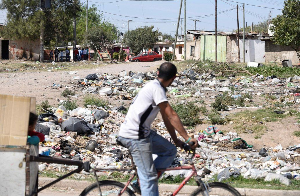 Seis argentinos por minuto pasaron a ser pobres durante el último año