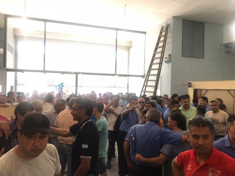 Suspenden los despidos de los 150 choferes de colectivos