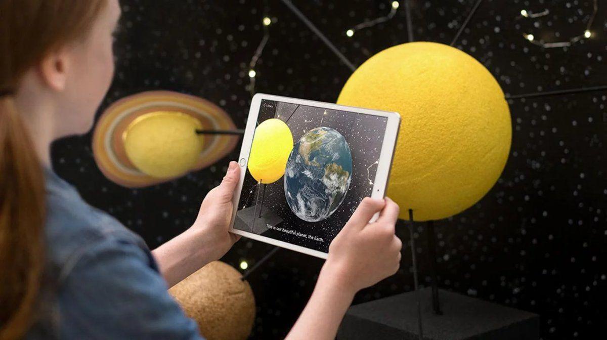 Un iPad con función de realidad aumentada.