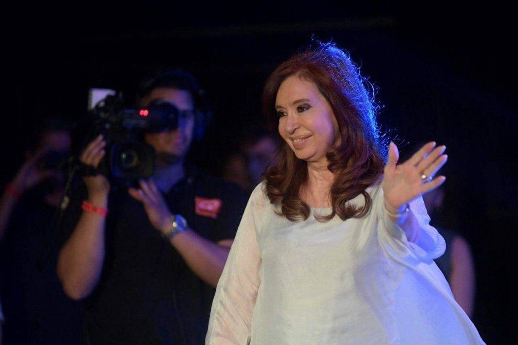 Cristina Kirchner volvió al país y retoma actividades de campaña