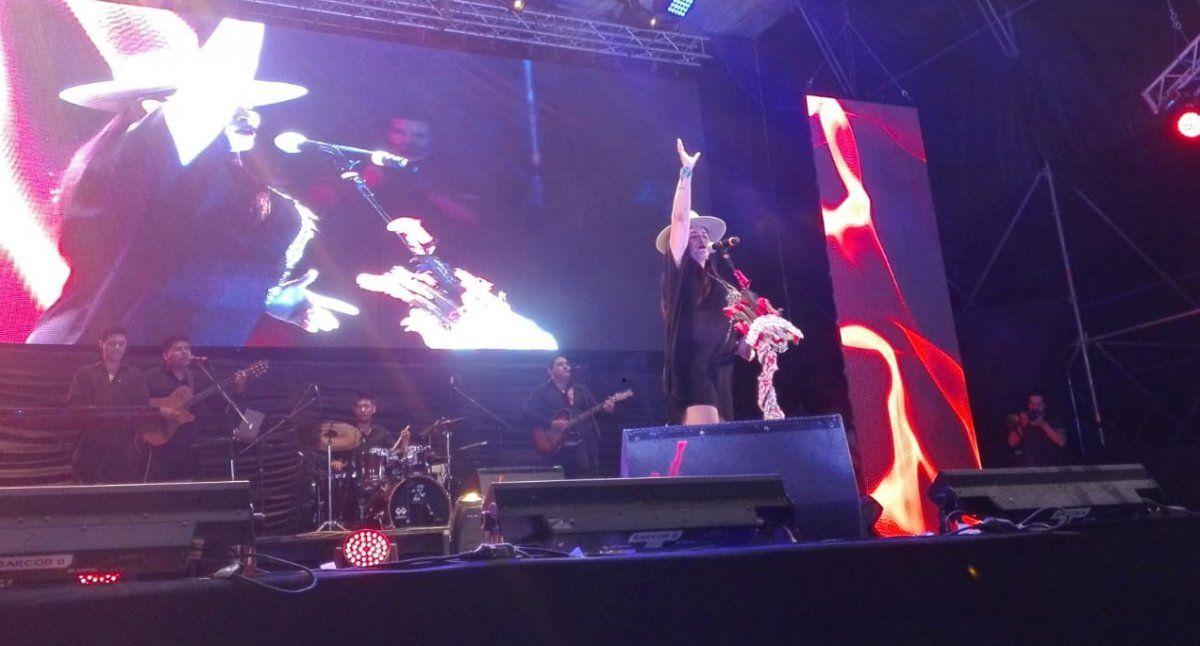 Paola Arias se presentó en Trancas con un amplio repertorio