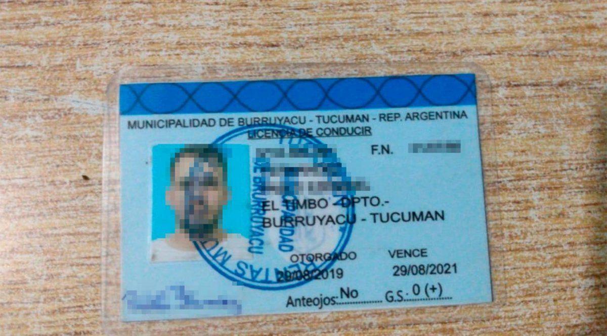 Con ese carnet de conducir circulaba el sospechoso. (Foto La Gaceta)
