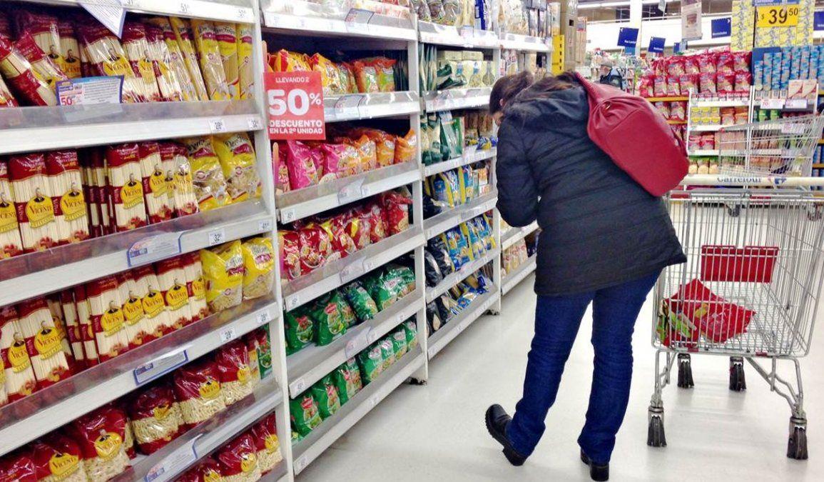 Los datos reflejarán una aceleración de la inflación impulsada por la suba del dólar.
